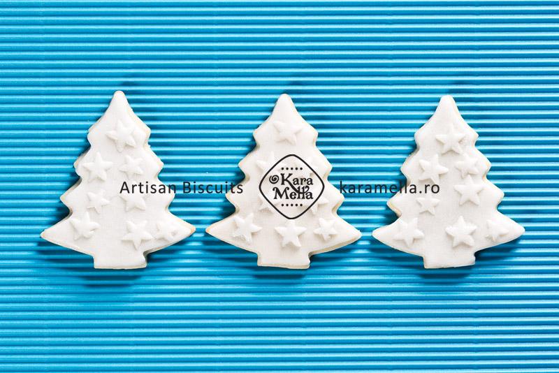 Biscuiți decorați elegant de Crăciun